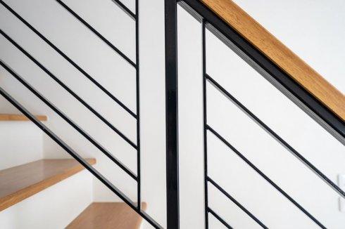 balustrada metalowo drewniana