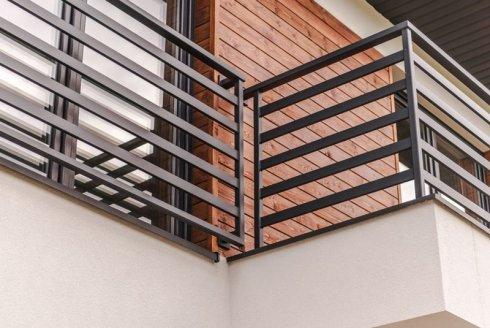 zewnętrzna metalowa balustrada